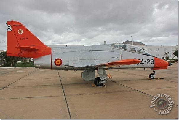 74-28 E.25-74 Fuerza Aérea CASA C-101EB Aviojet